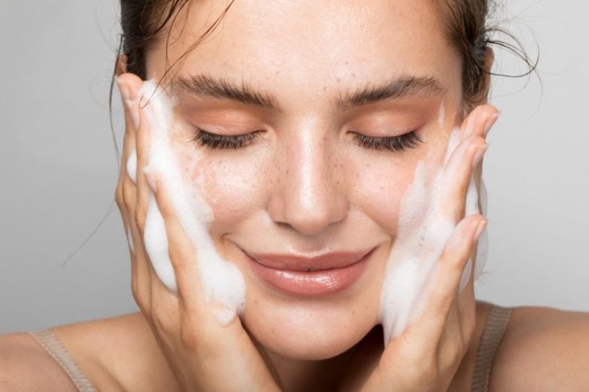 Les 4 règles d'or incontournables pour une routine visage naturelle