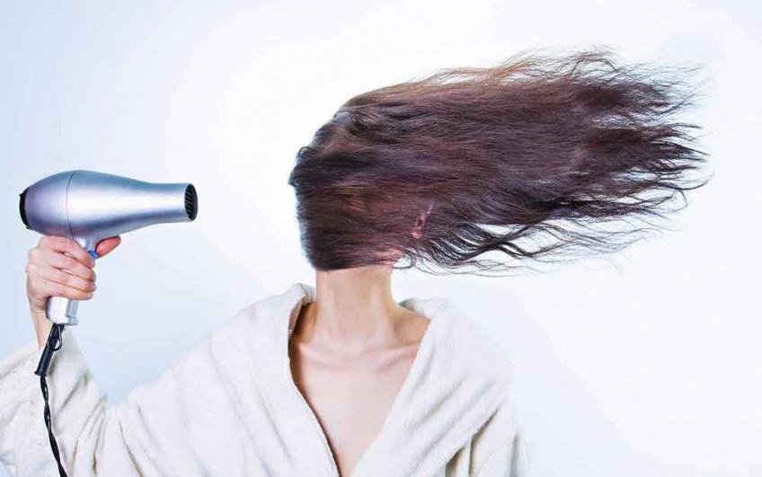 Voici la raison pour laquelle vous ne devez pas utiliser le sèche-cheveux de votre hôtel !