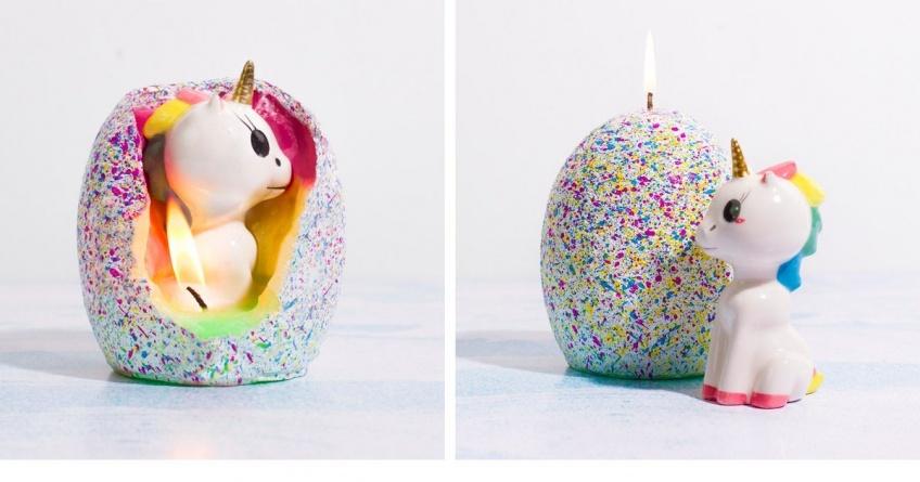 Il existe une bougie pailletée dévoilant une adorable licorne !