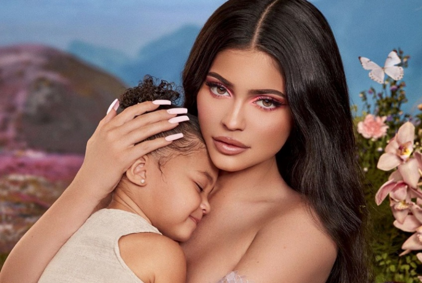 Kylie Cosmetics révèle la collection make-up inspirée par sa fille Stormi !
