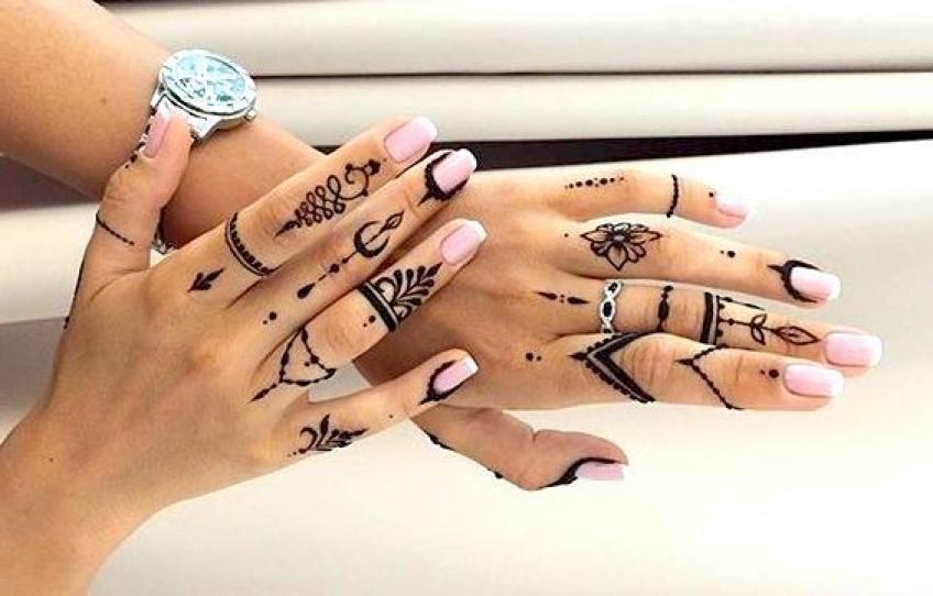 De superbes inspirations de tatouages pour mettre ses mains en valeur !