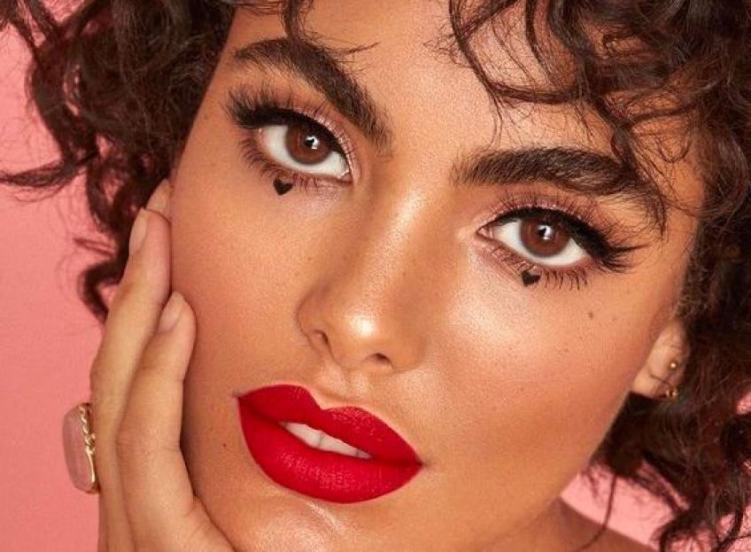 Eye-liner et bouche rouge : le make-up gagnant pour la Saint-Valentin !