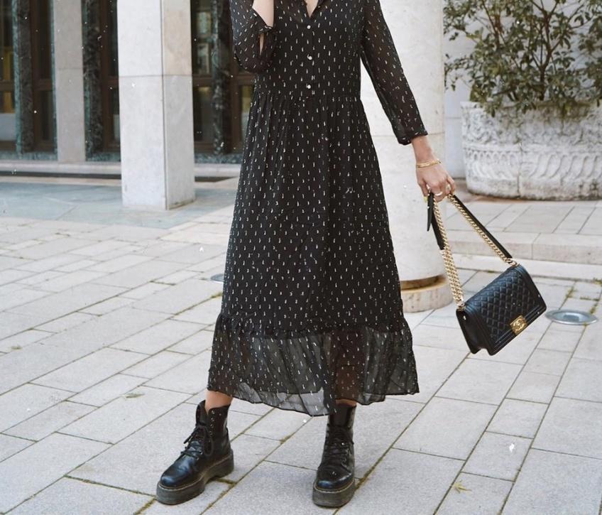 Robe longue & Boots : la tenue gagnante cette saison