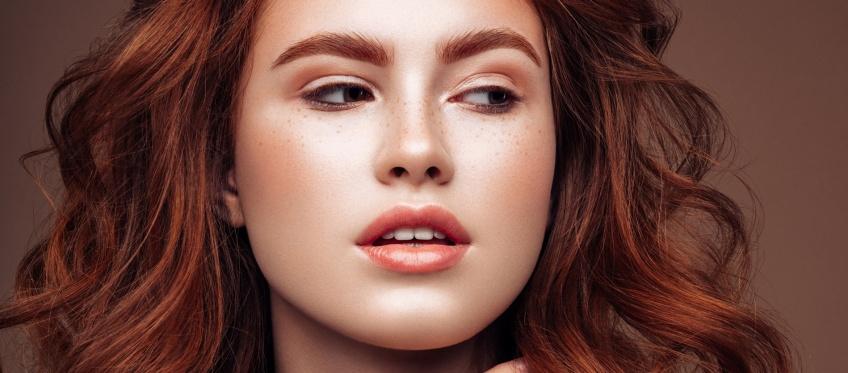 Les cheveux roux : la tendance qui enflamme la toile !