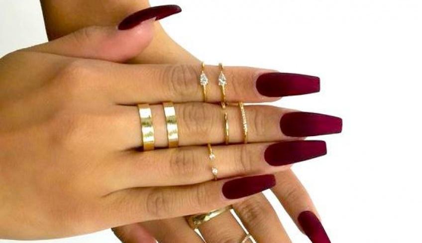 Help ! Comment enlever ses faux ongles rapidement et efficacement ?