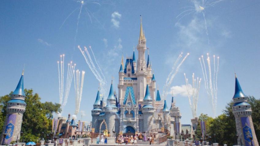 Un homme a été arrêté après s'être confiné sur une île du parc Disneyland en Floride