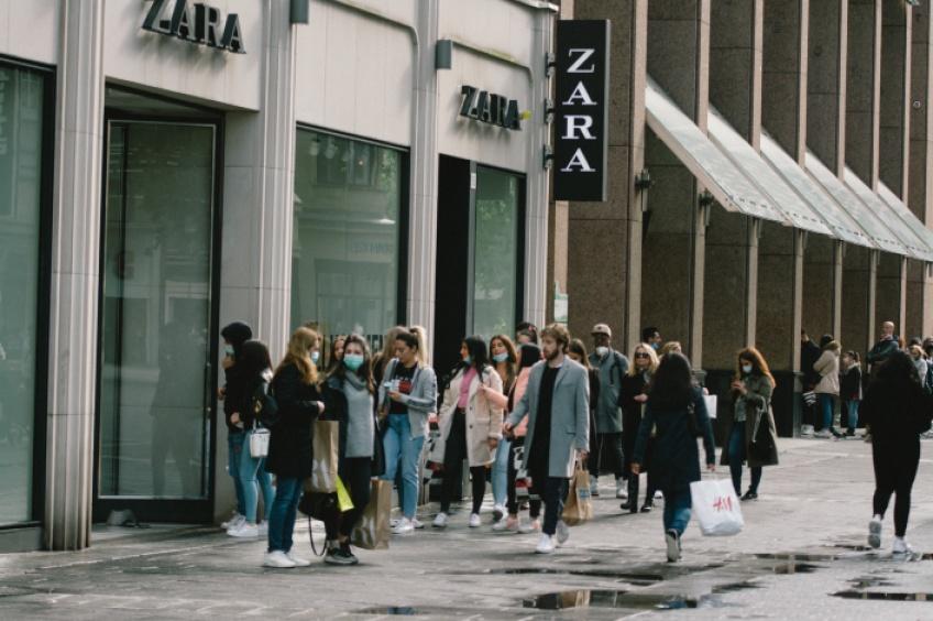 1 heure d'attente après l'ouverture d'un magasin Zara !