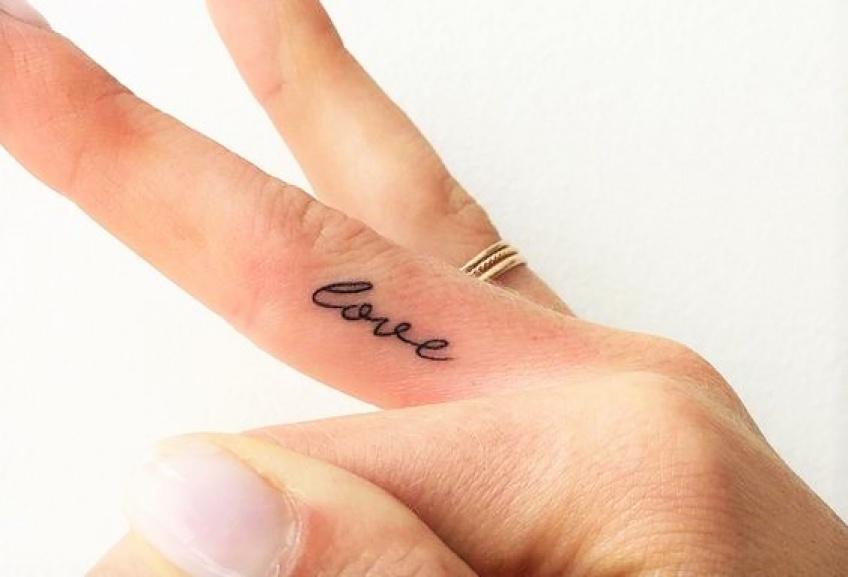 Ces tatouages qui sont des mini déclarations d'amour !