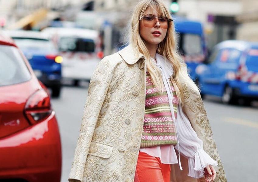 Dans le dressing de Emma Bonneaud : l'influenceuse aux looks plus colorés les uns que les autres