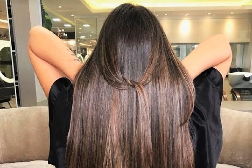 Cette brosse à cheveux qui crée le buzz sur Tik Tok fait des miracles !