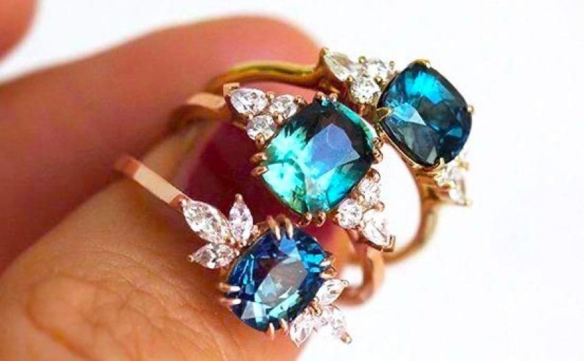 Tendance : Les bagues de fiançailles colorées font craquer toutes les futures mariées !