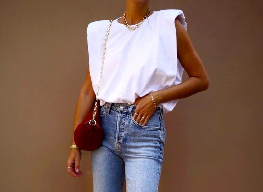 Tendance : Le T-shirt à épaulette compte bien faire des ravages cet été sur la fashion sphère !