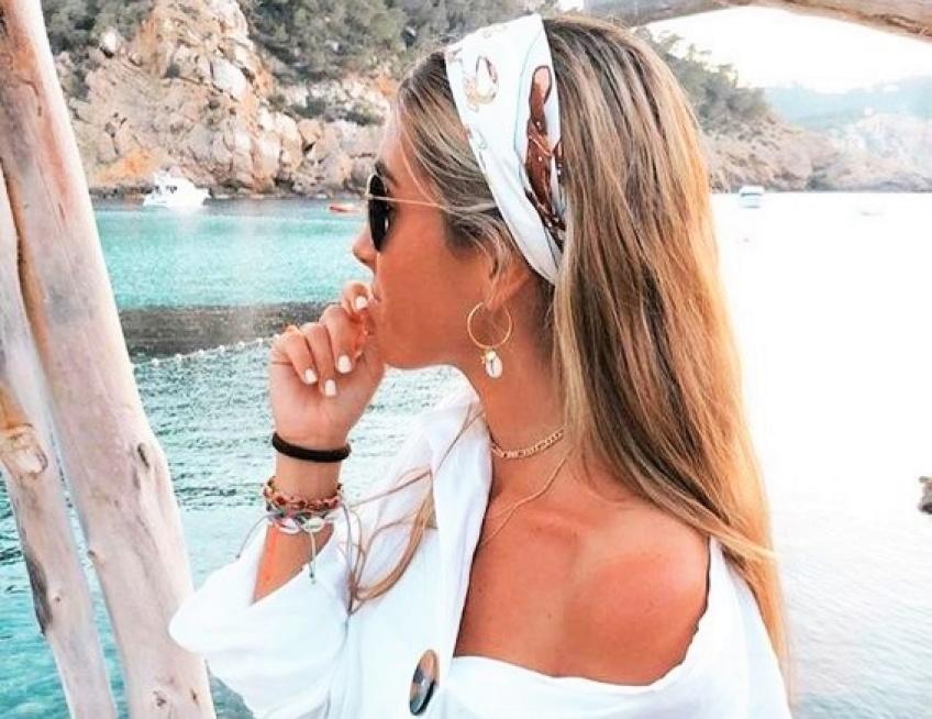 Toutes les plus belles coiffures à faire avec un foulard pour être tendance cet été !