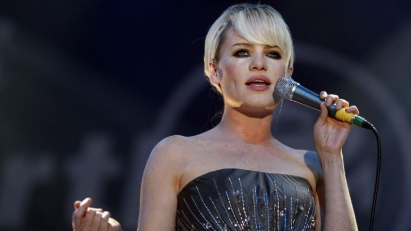 Après son expérience traumatisante, la chanteuse Duffy demande à Netflix de retirer 365 DNI de sa plateforme !