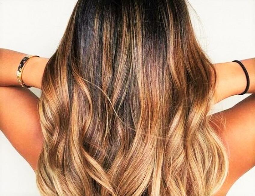Avis aux brunettes qui rêvent d'illuminer leurs cheveux : voici 20 balayages que vous adorerez !