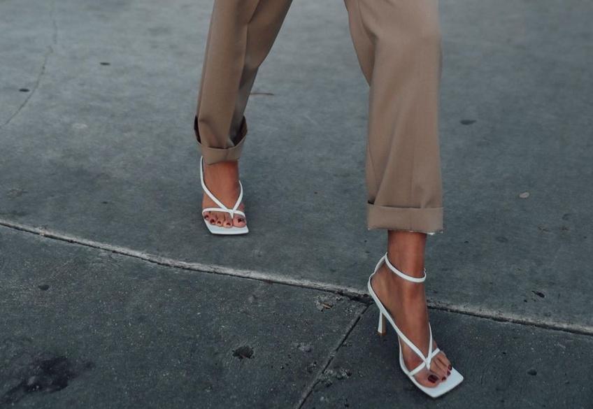 #Shoesday : Les tongs à talons sont les parfaites chaussures pour un look élégant cet été !