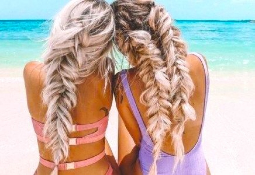 7 coiffures simples à faire pour être la reine de la plage !