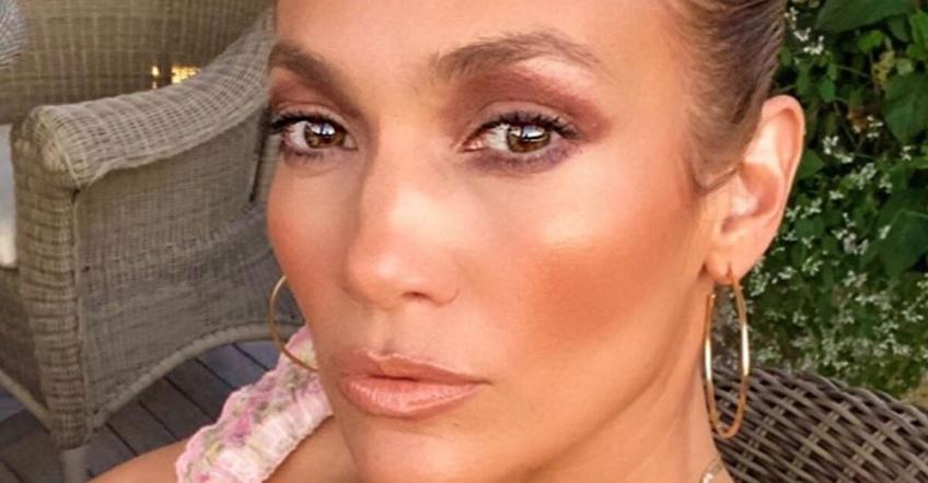 Jennifer Lopez annonce l'arrivée de sa nouvelle marque de cosmétiques !