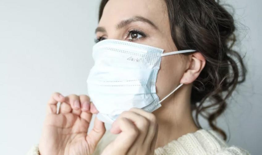 D'après les dermatologues, le port du masque provoquerait de l'acné !