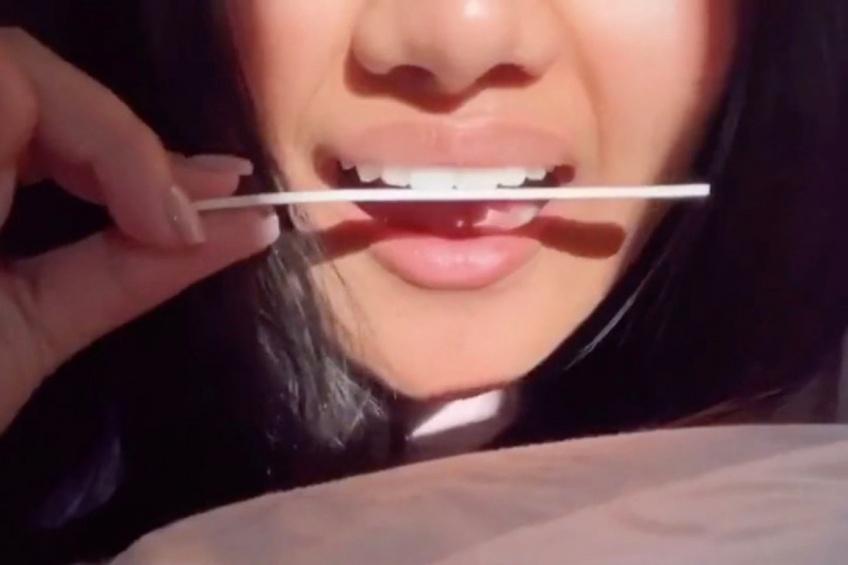 Limer ses dents, la nouvelle tendance dangereuse lancée sur TikTok !