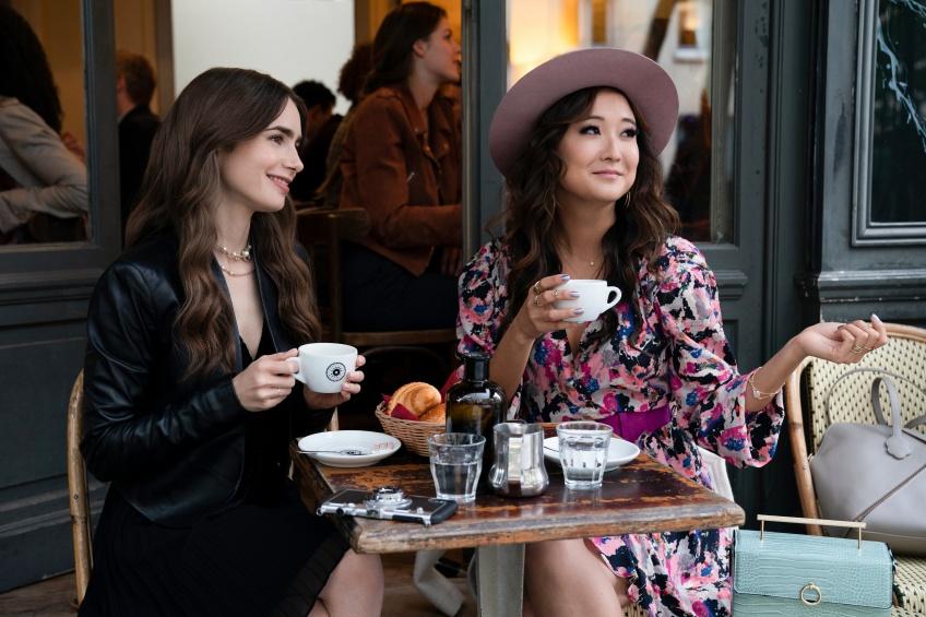 Emily in Paris : Shoppez les pièces mode les plus tendance de la série !