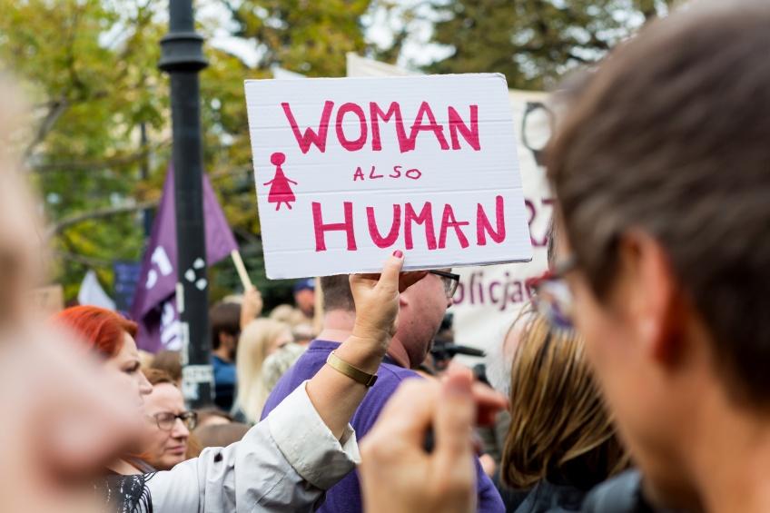 IVG : la quasi-interdiction de l'avortement entre en vigueur en Pologne !