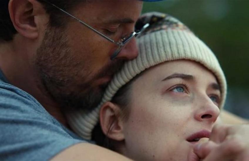'Our Friend', une comédie dramatique sur l'amitié avec Dakota Johnson qui va vous faire pleurer