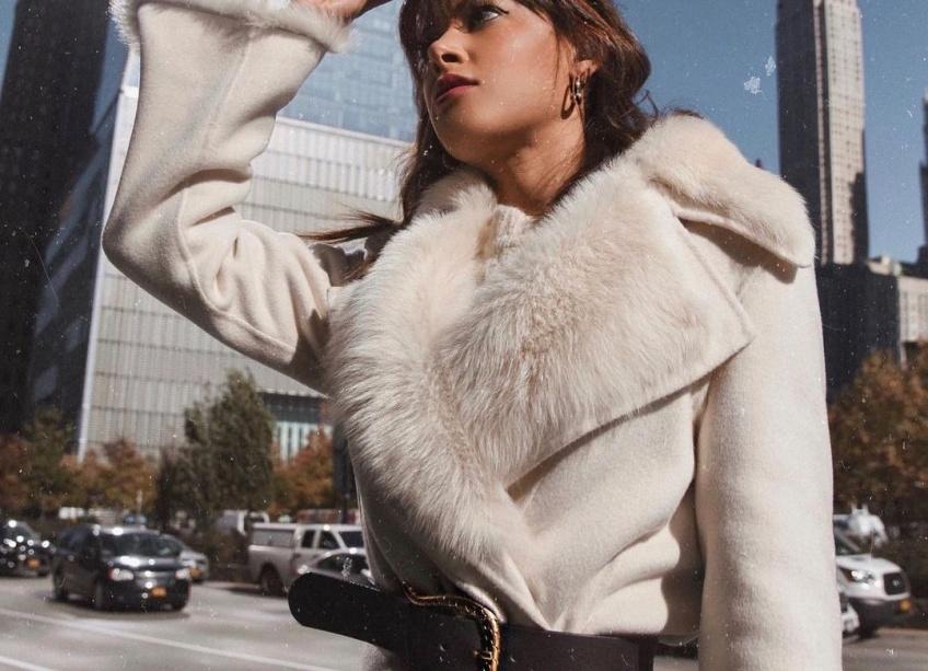 Spotted : ce manteau en fausse fourrure est le plus adopté de la saison et on comprend pourquoi !