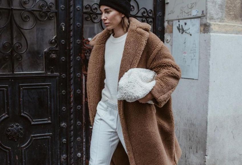 L'association jogging et manteau long : le look confortable et stylé qui nous fait aimer l'hiver