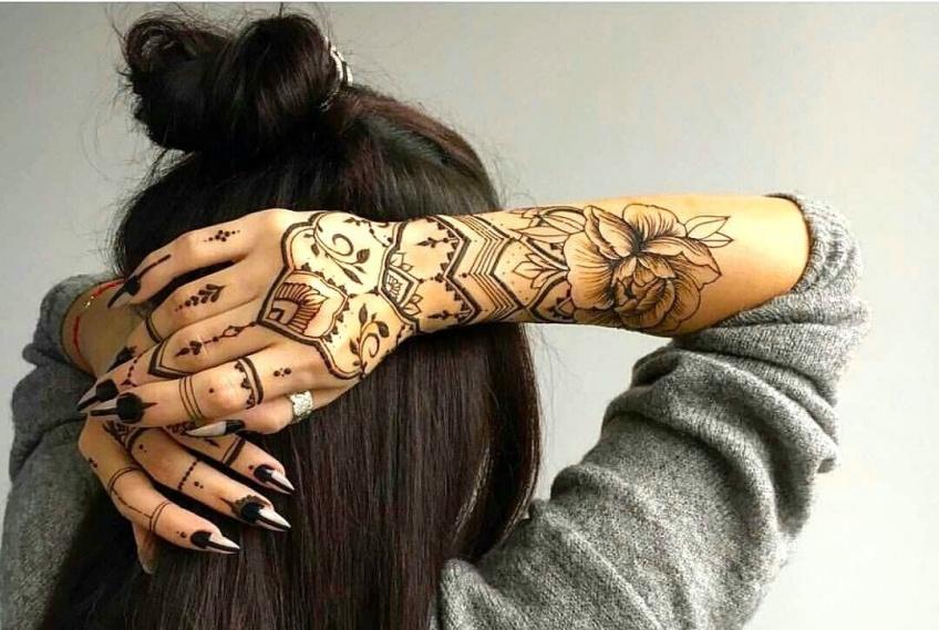 Le tatouage sur les manches : stylé et girly à la fois !