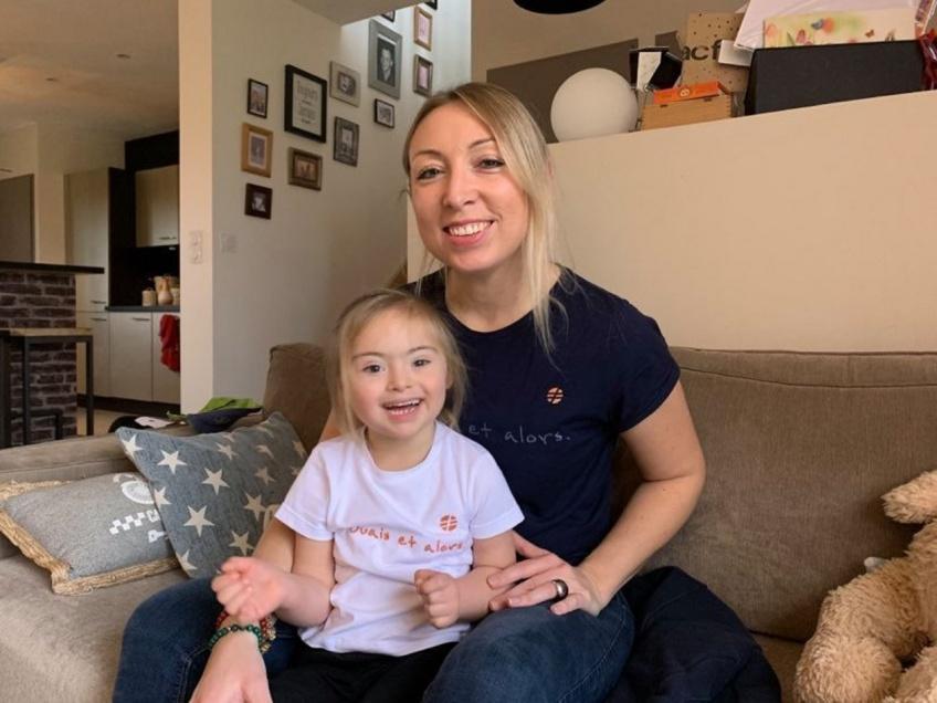 Cette maman crée des vêtements inclusifs pour valoriser tous les enfants handicapés !