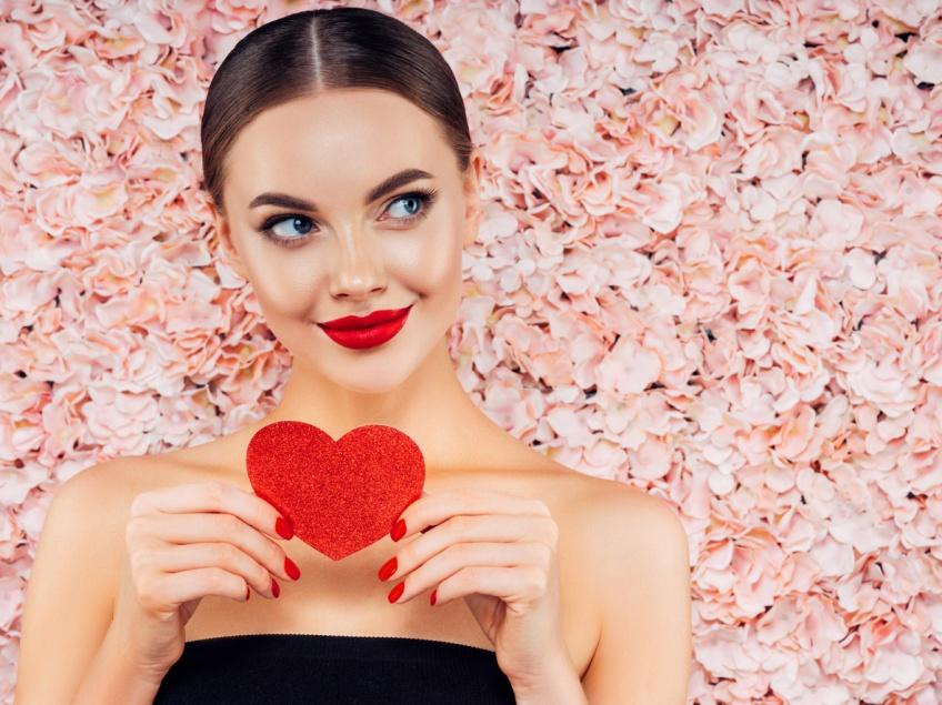 S'aimer sans oublier de se gâter : les cadeaux Yves Saint Laurent Beauté pour la Saint-Valentin