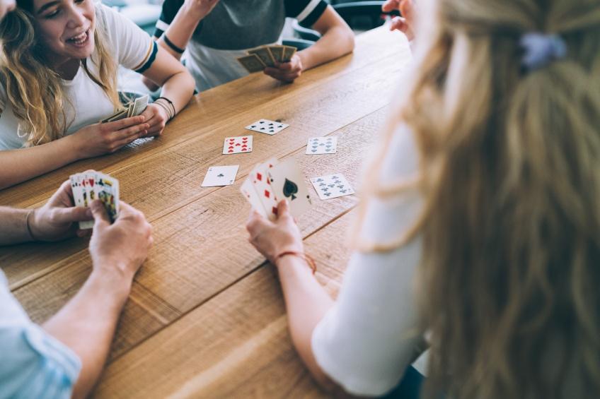 Un jeu de cartes sans roi ni reine ni valet pour l'égalité des sexes