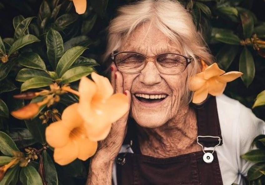 Na&Ja : la box solidaire qui va redonner le sourire à vos grands-parents