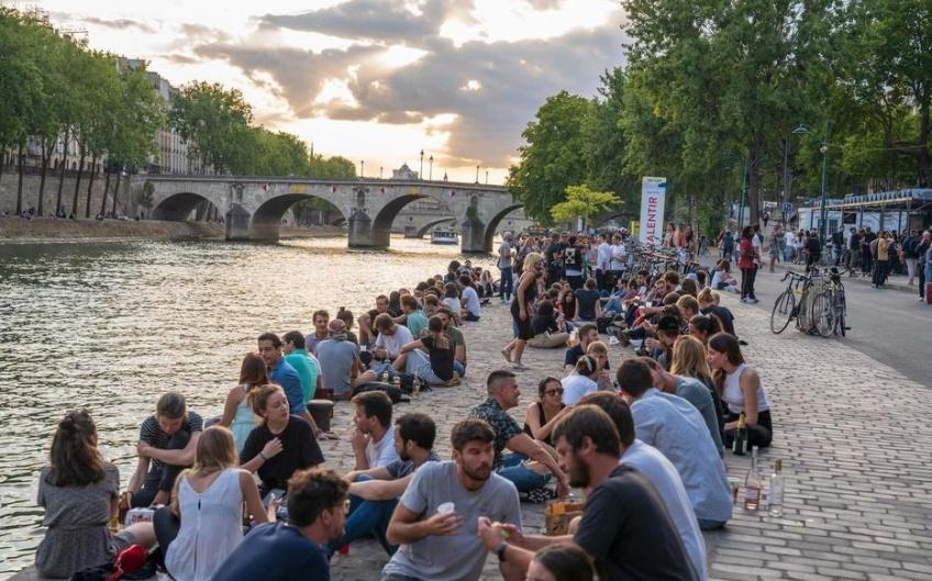 Covid-19 : l'interdiction de consommer de l'alcool dans certaines rues de Paris