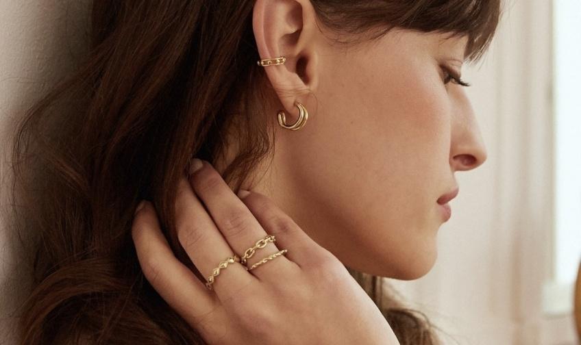 Les 8 marques de bijoux à connaître pour être la plus tendance !