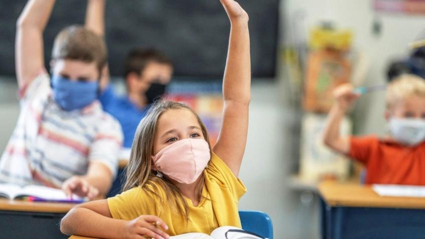 Covid-19 : le port du masque pour les enfants attaqué en justice