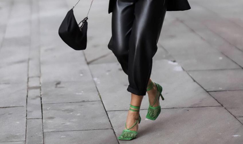 #Shoesday : 5 paires de chaussures qui se marient parfaitement avec un pantalon en simili cuir !
