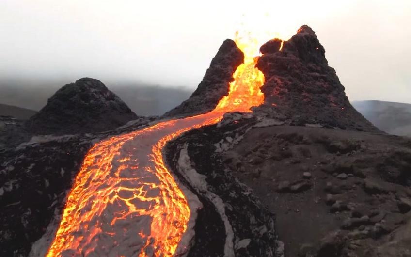 Insolite : un volcan en éruption près de la capitale islandaise