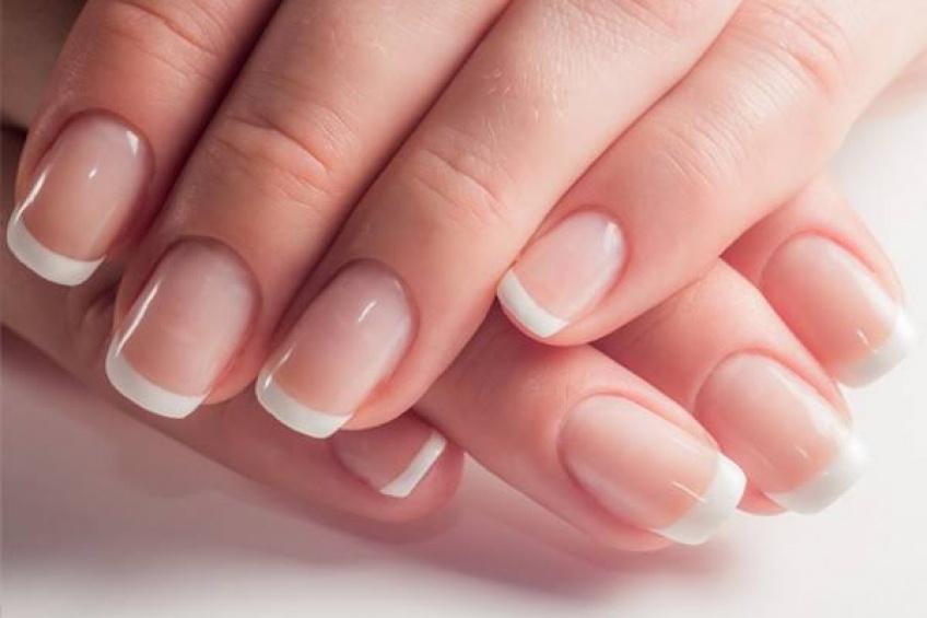 Conseils et astuces pour soigner vos ongles cassants