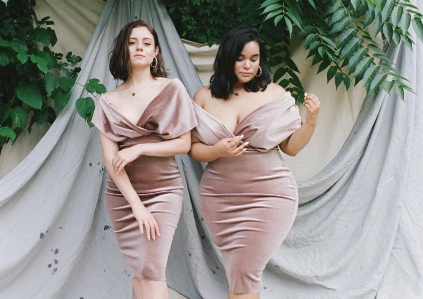 Ces amies montrent à quoi ressemble la même tenue sur des corps différents