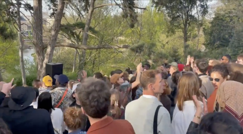 Covid-19 : Une fête sauvage improvisée dans un parc à Paris