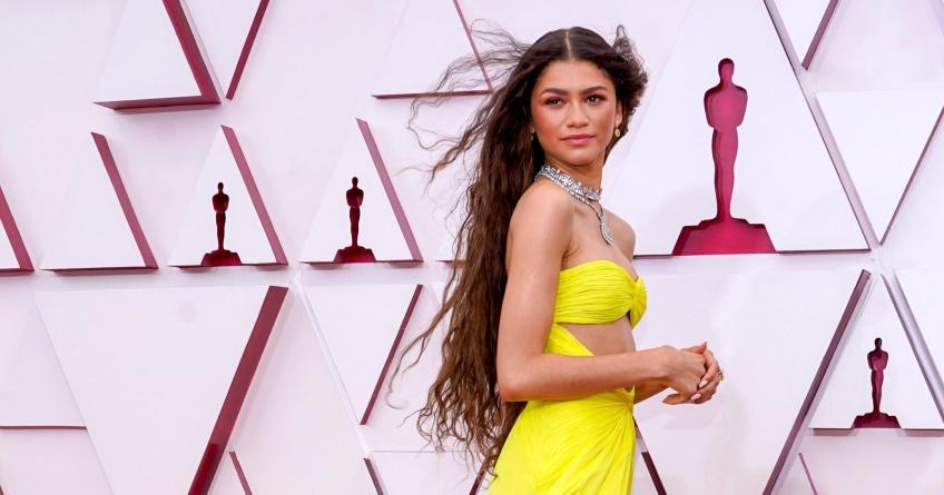 Oscars 2021 : Les plus beaux looks des stars repérés à la cérémonie tant convoitée !