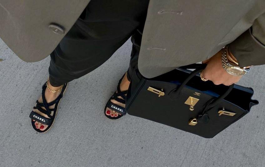 #Shoesday : les sandales plates qui ne vous quitteront pas cet été, pour combiner confort et chic !