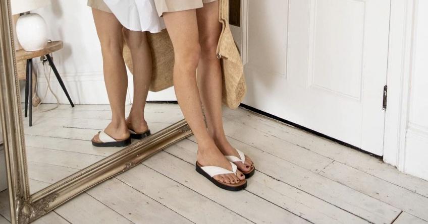 #Shoesday : Les tongs à plateforme font sensation auprès des modeuses pour un look d'été stylé !