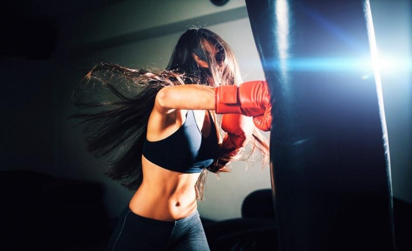 Prenez un cours de boxe ultra-intime avec la championne olympique Estelle Yoka Mossely