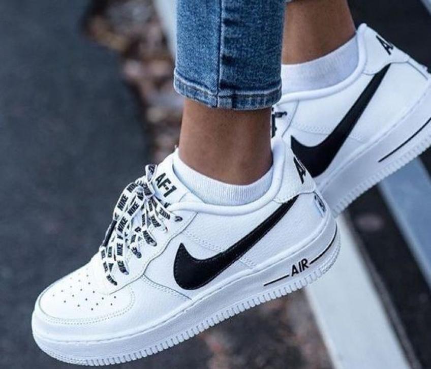 Chaussures blanches : toutes les astuces pour les nettoyer !