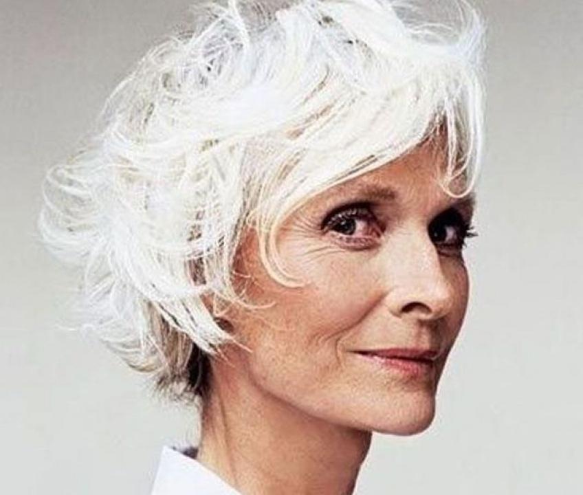Pourquoi nos cheveux blanchissent-ils lorsqu'on prend de l'âge ?