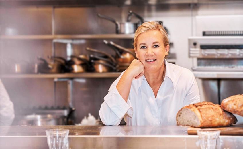Hélène Darroze nous offre le livre de recettes parfait pour les beaux jours !