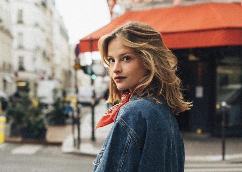 Dans le Dressing de Camille : une Parisienne élégante qui adopte des pièces vintage avec style !